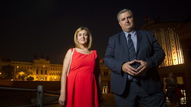 Inma Quesada, la madre del «youtuber», y Francisco Pacheco, el informático
