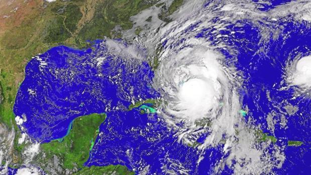 Imagen del huracán Matthew sobre Cuba