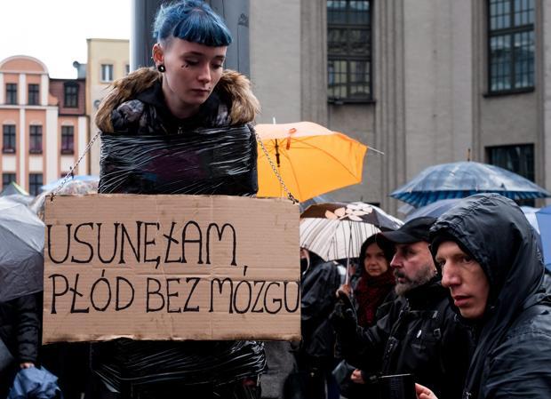 Manifestación en Katowice por el endurecimiento de la ley del aborto que planeaba el Parlamento polaco