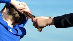 Una niña de ocho años, hospitalizada en Palma tras ser agredida por doce alumnos mayores de su colegio