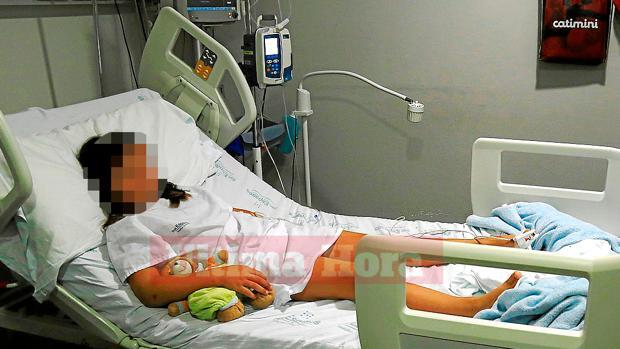 La pequeña de ocho años tuvo que ser hospitalizada tras la agresión sufrida en su colegio