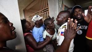 El cólera y el hambre provocan los primeros incidentes en Haití