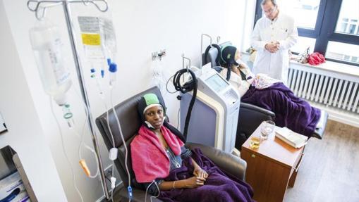 Las pacientes de cáncer en una sesión de quimioterapia en el hospital de Jerusalén
