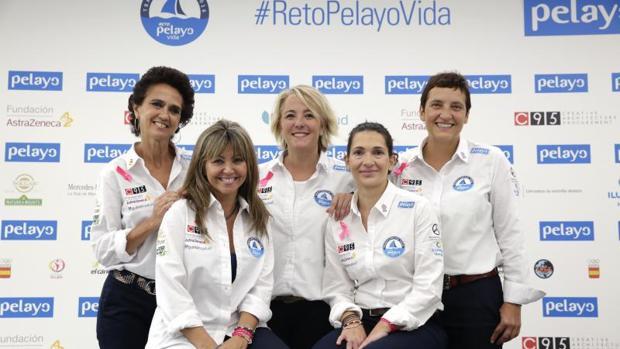 Cinco mujeres que han superado un cáncer se han unido para cruzar el Océano Atlántico, desde Valencia hasta la isla Martinica en poco más de 15 días, a bordo de un velero