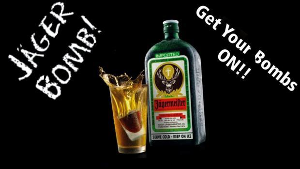 En internet se publicita así esta mezcla bomba: Jägermeister, un licor alemán de 51 hierbas, con una bebida energética, como el Red Bull