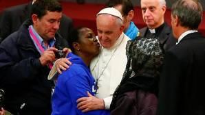 El Papa a los sin techo: perdón por los cristianos que pasan ante un pobre y miran hacia otro lado