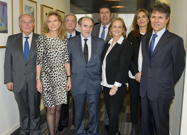 De izquierda a derecha, César Nombela, Alicia Koplowitz, Diego Murillo, Joaquín Poch, Manuel Vilches, Margarita Alfonsel, Nuria Ramírez de Castro y Humberto Arnés