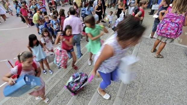 Multan a un colegio de Palma y a una madre por la agresión de su hijo a otro menor en el patio
