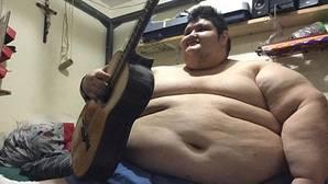 El hombre más obeso del mundo inicia un tratamiento contra la báscula