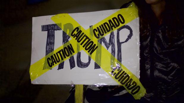Un cartel durante las protestas tras la elección de Donald Trump como presidente electo de Estados Unidos