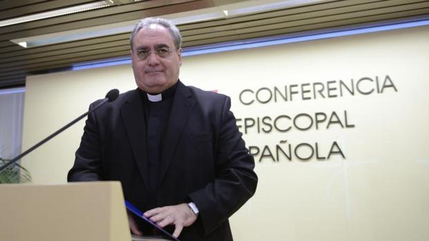 El secretario general y portavoz de la Conferencia Episcopal Española, José María Gil Tamayo