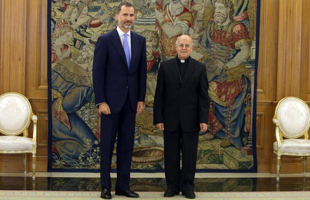 Felipe VI , con el presidente de la Conferencia Episcopal, Ricardo Blázquez en La Zarzuela