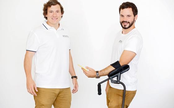 «Nadie ha visto nada igual»: dos jóvenes españoles fabrican las primeras muletas que no causan dolor