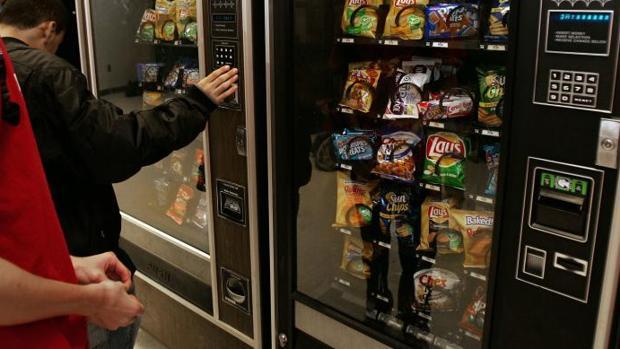 Antonio vendía los mismo productos de las máquinas de vending de su instituto, pero a un precio más económico
