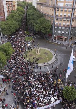Miles de personas se han manifestado este domingo en las calles de Huelva