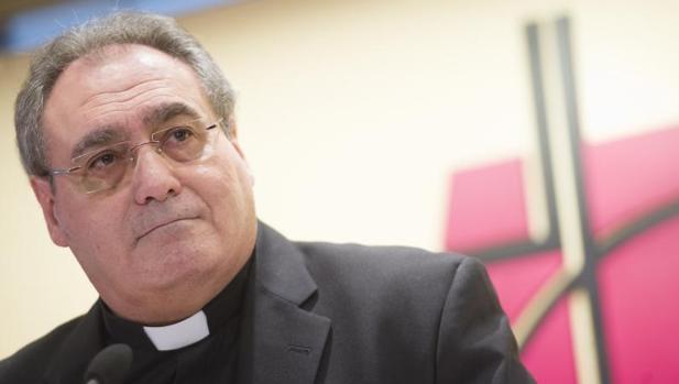 Rueda de prensa del secretario de la CEE, José María Gil Tamayo