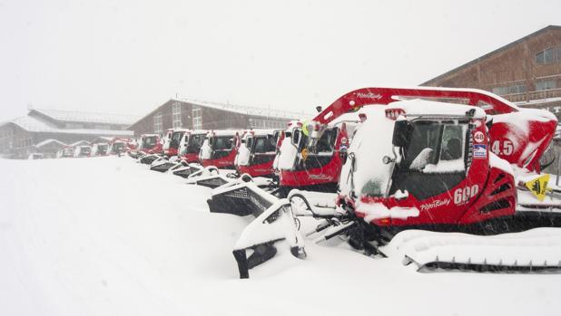 Fotografía facilitada por Cetursa. Sierra Nevada ha recibido en las últimas horas hasta cuarenta centímetros de nieve gracias a las precipitaciones registradas en esta zona de Granada, lo que ofrece una «muy buena situación» en la estación de esquí andaluza