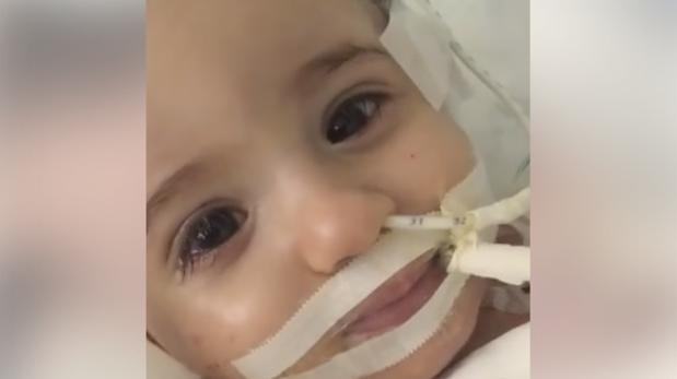 YouTube:  Una bebé despierta del coma cuando la iban a desconectar