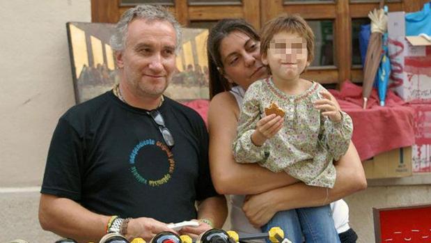 Los padres de Nadia niegan la existencia de las fotografías de contenido sexual de la niña