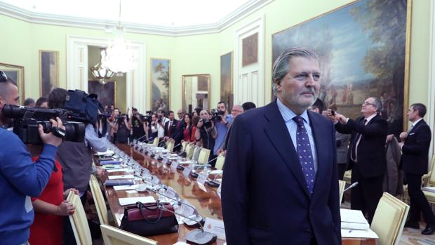 El ministro de Educación, Íñigo Méndez de Vigo, antes de presidir esta tarde la Conferencia Sectorial de Educación con los consejeros autonómicos