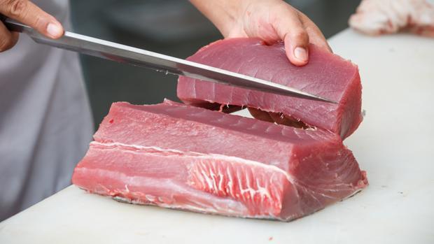 La escombroidosis es una intoxicación por ingesta de algunos pescados, como el atún, el salmón, la sardina o la caballa