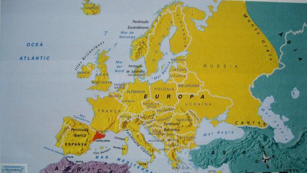 Los libros de texto en Cataluña consideran a esta Comunida un país dentro de la Unión Europea