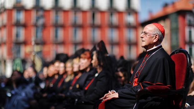El Cardenal Blázquez, oficia una misa en Viernes Santo