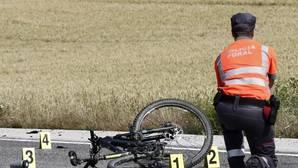 Agentes de la Policía Foral de Navarra intervienen en un accidente