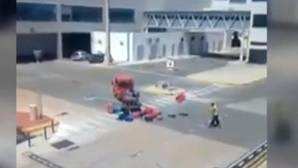 Un pasajero graba el enfado del trabajador