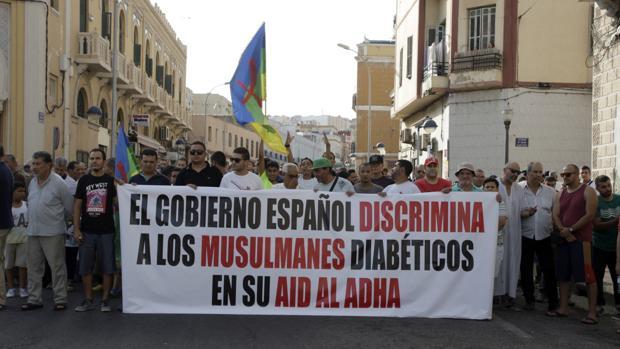 Cientos de musulmanes han pedido este viernes en Melilla respeto a sus tradiciones