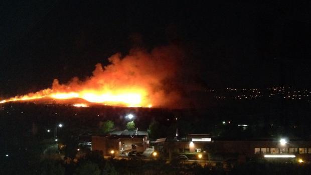 Declarado un aparatoso incendio en la entrada a Guadalajara