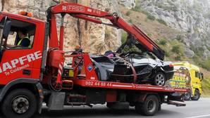 Estado en el que quedó el vehículo, ayer, en un siniestro en la nacional I en el que murieron cinco personas de nacionalidad francesa. El accidente ocurrió a la altura de Pancorbo, en Burgos
