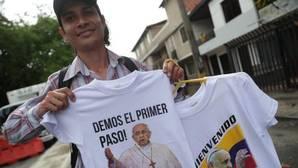 Francisco se conmueve en un encuentro con víctimas que promueven la reconciliación