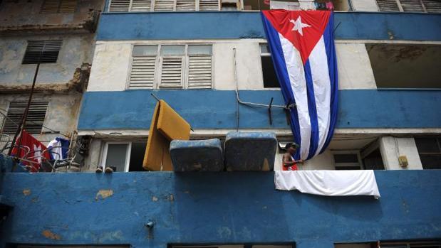 Colchones húmedos en la terraza de una casa de La Habana, tras el paso devastador del huracán Irma