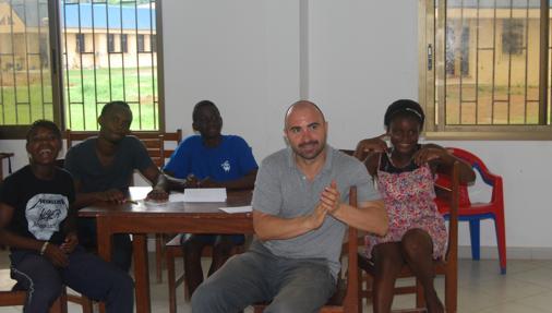 Javier Muñoz, madrileño de 38 años, ha estado 4 años y 8 meses en una aldea infantil en la ciudad guineana de Bata