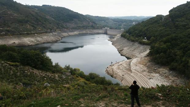 Embalse de Belesar, pantano del río Miño enclavado en la provincia de Lugo