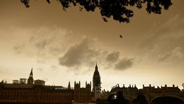 Una nube de polvo y humo venida de los incendios de Galicia y Portugal ha oscurecido el cielo de Londres y otros puntos de Reino Unido