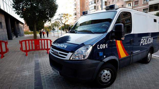"""Llegada al Palacio de Justicia de Navarra del furgón de la Policía donde se encuentran los cinco sevillanos, que se hacen llamar «La Manada»"""""""