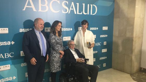 En el centro, Francisco Luzón, que recibe el reconocimiento a la mejor Fundación por la institución que lleva su nombre centrada en la lucha por la ELA
