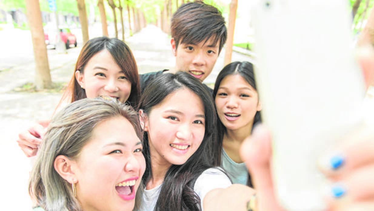 Se alquilan amigos falsos para selfies - Sakura el puerto de santa maria ...