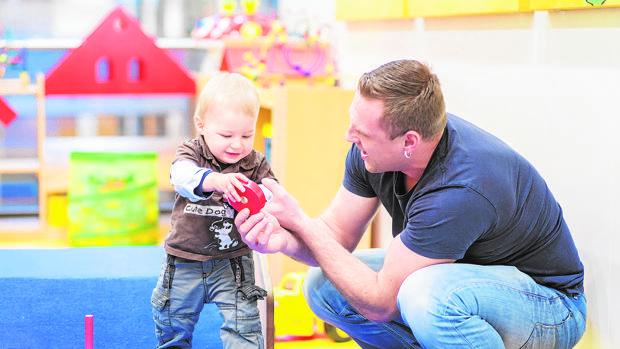 Los permisos por paternidad aumentaron el año pasado casi un siete por ciento