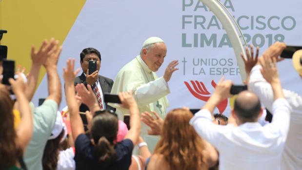 El papa Francisco se despide tras visitar el Palacio Arzobispal en Lima (Perú)