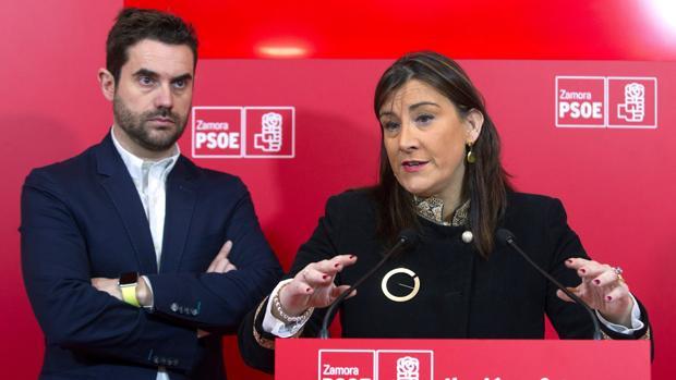 La secretaria de Organización del PSOE-CyL, Ana Sánchez, acompañada por el secretario general del PSOE de Zamora