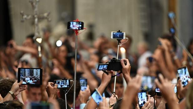 Decenas de cámaras captando al Papa Fancisco