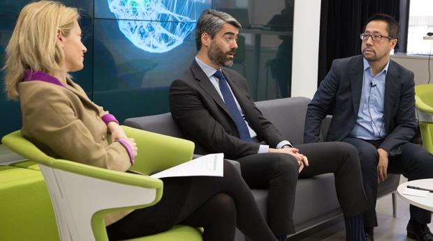 De izquierda a derecha, Concha Iglesias, socia de Deloitte; Luis Enríquez, consejero delegado de Vocento; y Paul Lee, head of global TMT Research