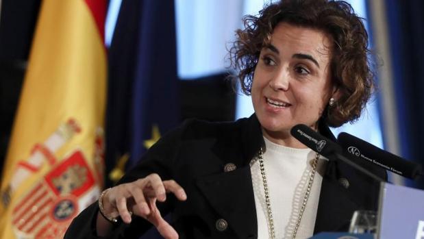 La ministra de Sanidad, Servicios Sociales e Igualdad, Dolors Montserrat, presenta el desayuno informativo de Forum Europa