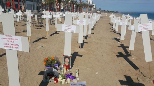 La playa de Vinarós convertida en un cementerio