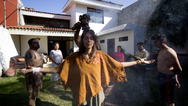Un grupo de personas participa en la ceremonia de Ayahuasca en la ciudad de Guadalajara (México)