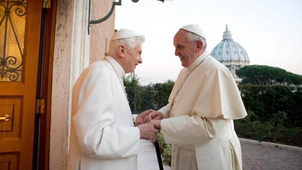 El Papa Francisco y Benedicto XVI en uno de sus encuentros