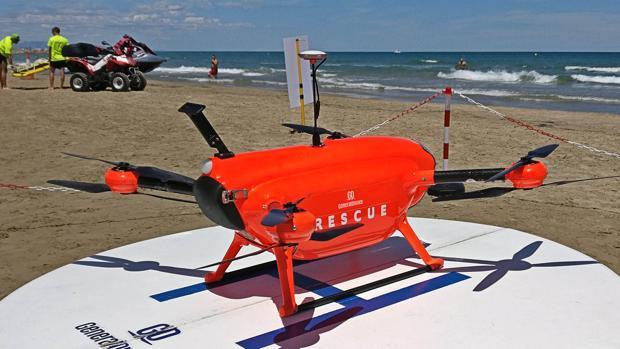 En la playa del Puerto de Sagunto (Valencia) los drones refuerzan la labor de los socorristas